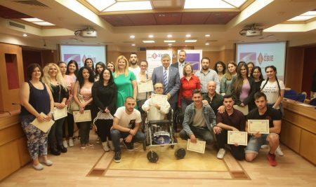 Απονεμήθηκαν από τον Πρόεδρο της ΚΕΔΕ Γ. Πατούλη τα βραβεία αποφοίτων ΙΕΚ με υποτροφία από την ΚΕΔΕ και τα ΣΒΙΕ